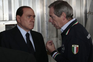Il Presidente del Consiglio, Silvio Berlusconi al suo arrivo al termovalorizzatore di Acerra (Napoli) dove con il capo della Protezione civile, Guido Bertolaso ha effetuato un sopralluogo nell'impianto. ALESSANDRO GAROFALO /POOL /ANSA /