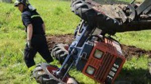 1351159781182.bmp--trattore_rovesciato