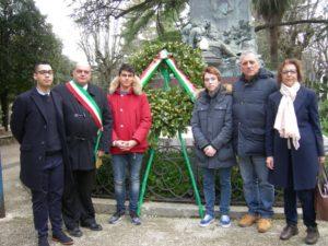 10 2 16 - Chieti Giorno del Ricordo deposizione corona d'alloro Villa Comunale