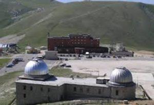 Campo Imperatore, l'albergo e l'Osservatorio astronomico.