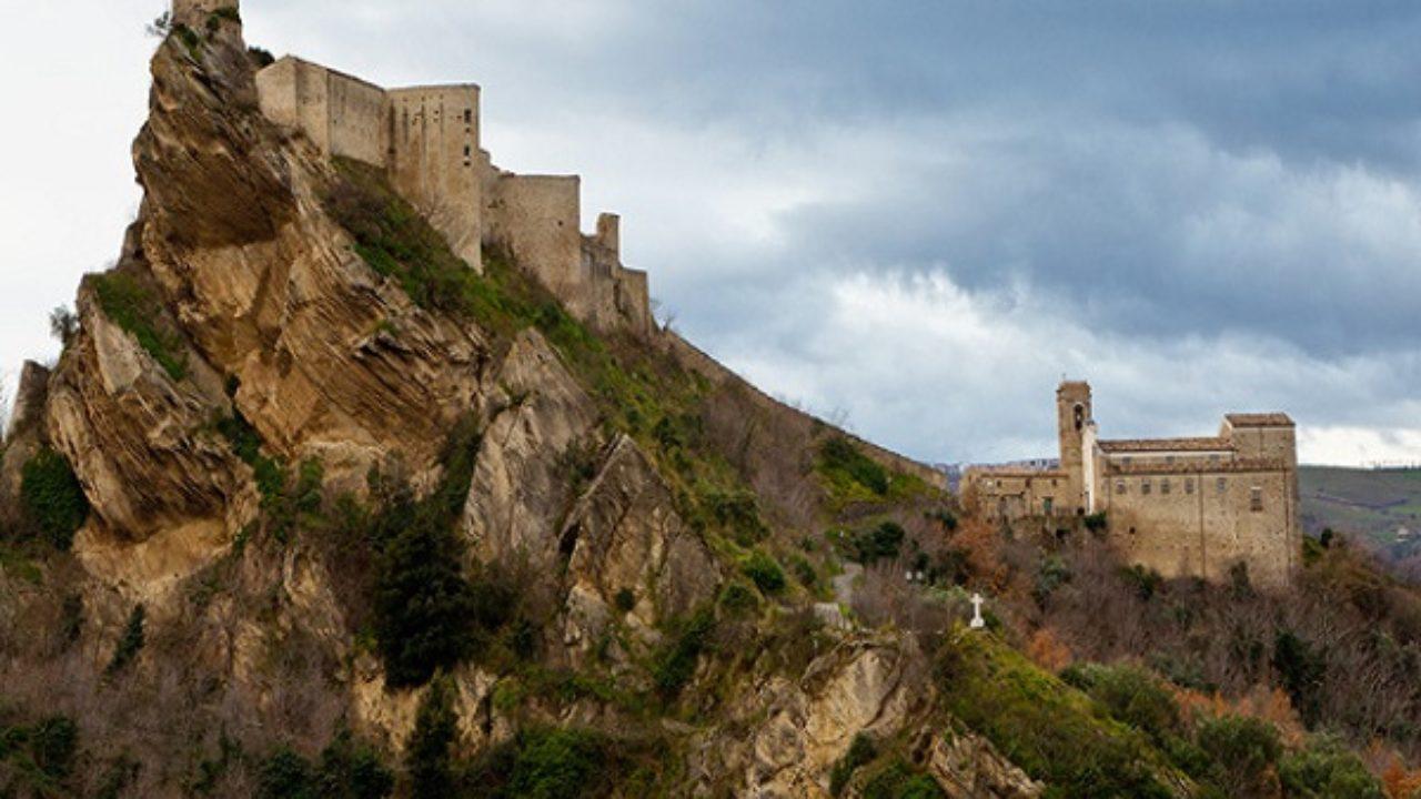 RoccascalegnachietiIl 24 Del Castello Leggenda Di Faro La 7vI6gmbYfy
