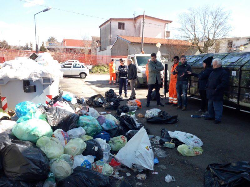 Lotta ai rifiuti abbandonati e non riciclati, la Tekneko e il