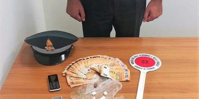 "GUARDIA DI FINANZA PESCARA ARRESTATO SPACCIATORE A ""RANCITELLI"""