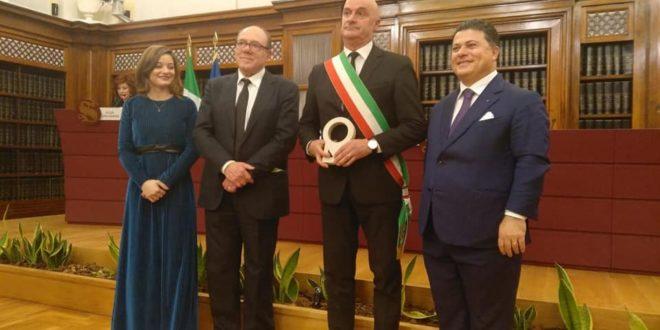RICONOSCIMENTO PER IL CAMMINO DEI BRIGANTI, PREMIO CONSEGNATO DA CARLO VERDONE