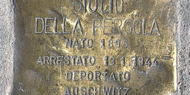 L'AQUILA, GIORNATA DELLA MEMORIA: UN FIORE SULLA PIETRA D'INCIAMPO E LA CITTADINANZA A LILIANA SEGRE