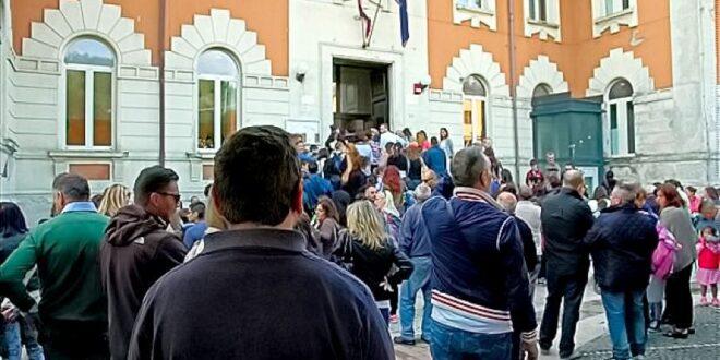 DUE STUDENTI POSITIVI AL COVID A CARSOLI : ORDINANZA  DI CHIUSURA DELLA SCUOLA ELEMENTARE E MEDIA DEL SINDACO VELIA NAZZARRO