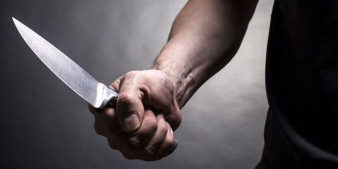 45ENNE AGGREDISCE PER STRADA CON UN COLTELLO ALCUNI PASSANTI: UCCISO DALLA POLIZIA