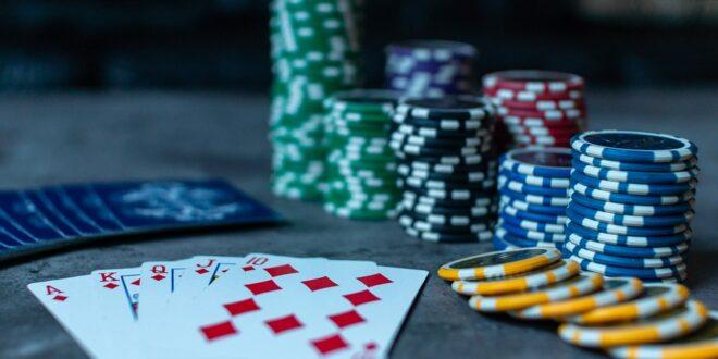 Come giocare a poker riducendo lo svantaggio rispetto all'avversario